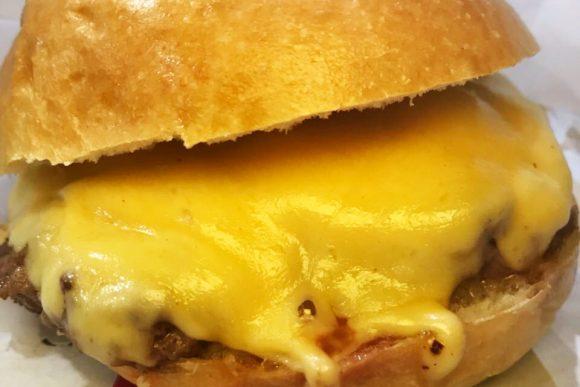 Cheeseburger clássico - Hamburguinho Moema